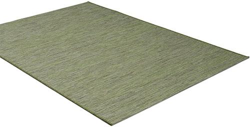 Grön matta anpassad för balkongbruk