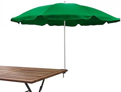 Parasoll i grön polyester med stång i vitt